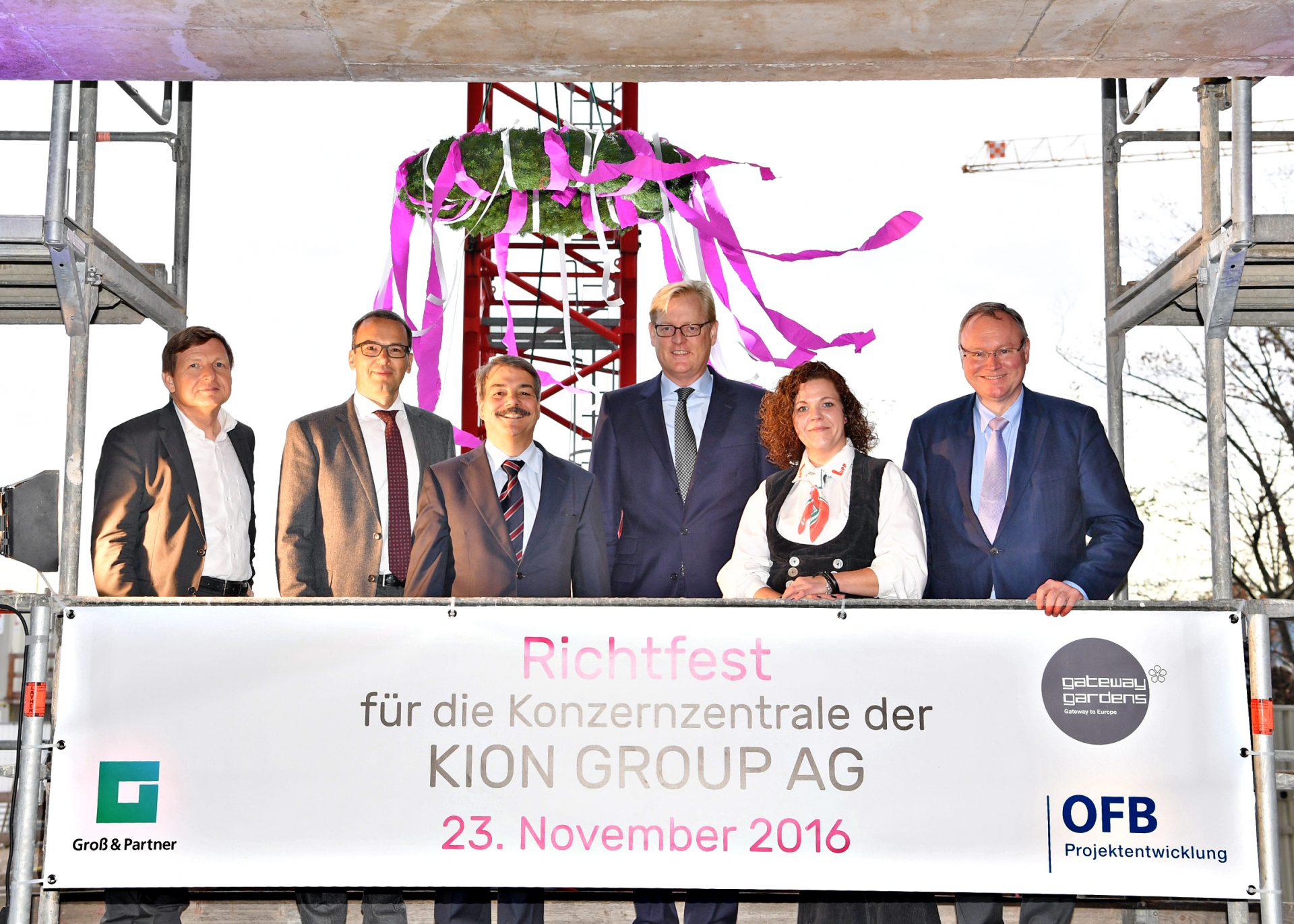 gateway-gardens-pressemitteilung-richtfest-fuer-konzernzentrale-der-kion-group-vom-23-11-2016-foto-in-hoher-aufloesung